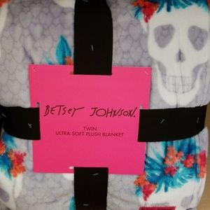Betsey Johnson skull soft plush blanket